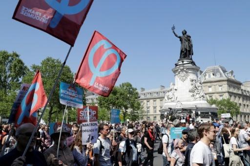 """Le cortège de """"La Fête à Macron"""" du 5 mai 2018 passant par la Place de la République à Paris © Thomas SAMSON AFP"""