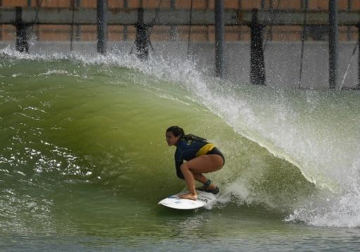 La Française Johanne Defay sur la vague artificielle du Surf Ranch, à Lemoore en Californie le 4 mai 2018 © MARK RALSTON AFP