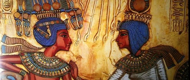 L'égyptologue britannique Nicholas Reeves avait avancé la théorie selon laquelle la momie de Néfertiti serait cachée dans une chambre secrète dans la tombe de Toutankhamon.