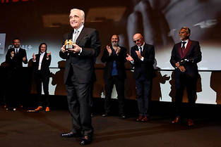 Martin Scorsese reçoit le Carosse d'or sous les applaudissements des réalisateurs français par Jacques Audiard, Bertrand Bonello, Rebecca Zlotowski et Cédric Klapisch.