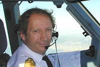 L'ancien pilote Gérard Feldzer a effectué l'essentiel de sa carrière à Air France où il termina commandant de bord et instructeur en Airbus A330/340. Il a dirigé le musée de l'Air et de l'Espace au Bourget de 2005 à 2010.