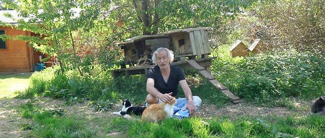 le vétérinaire Thierry Bedossa dans son refuge de Cuy-Saint-Fiacre