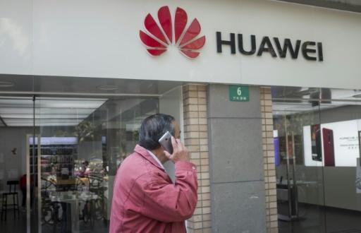 Les autorités américaines ont déjà interdit à l'armée et aux fonctionnaires d'utiliser les smartphones de la marque chinoise Huawei © Johannes EISELE AFP/Archives