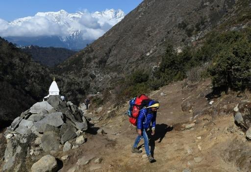 Tenzing Norgay, le premier homme à avoir atteint la crête de l'Everest en compagnie du néo-zélandais Edmund Hillary en 1953, n'y était parvenu qu'à sa septième tentative.   © PRAKASH MATHEMA AFP