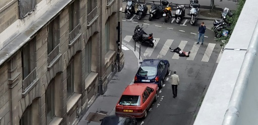 Image d'un homme ensanglanté issue d'un compte Twitter pendant l'attaque au couteau dans le quartier de l'Opéra à Paris, le 12 mai 2018 © Handout Wladia Drummond/AFP