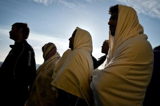 Des migrants face à la côte sicilienne la 10 mai 2018 © LOUISA GOULIAMAKI AFP