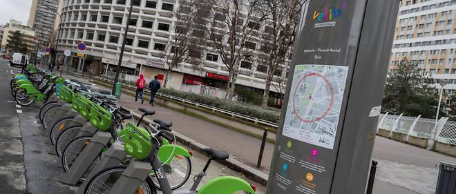 Avec l'arrivée des beaux jours, le manque de bicyclettes devient plus criant chaque jour à Paris.