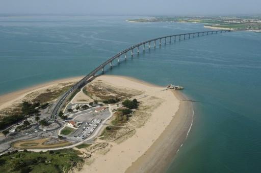 Vue aérienne du pont qui relie l'île de Ré au continent, le 15 avril 2015 © XAVIER LEOTY AFP/Archives