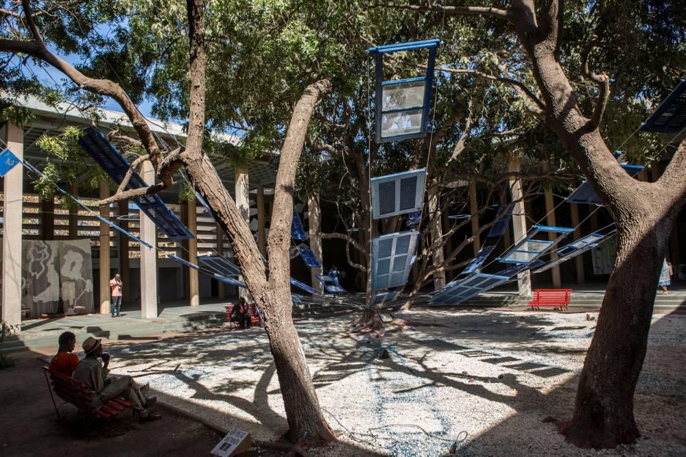 L'installation à Dakar de la Haïtienne Pascale Monin dans l'enceinte de l'ex-Palais de Justice. ©  Jane Hahn/Panos pour Le Point
