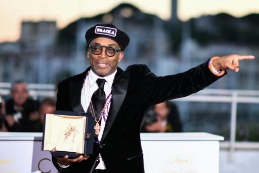 """Le réalisateur américain Spike Lee couronné du Grand Prix pour """"BlacKkKlansman"""", le 19 mai 2018 à Cannes © Anne-Christine POUJOULAT             AFP"""