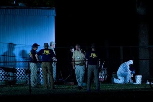 Des policiers enquêtent sur le massacre de dix élèves d'un lycée de Santa Fe, au Texas, le 18 mai 2018. © Brendan Smialowski AFP
