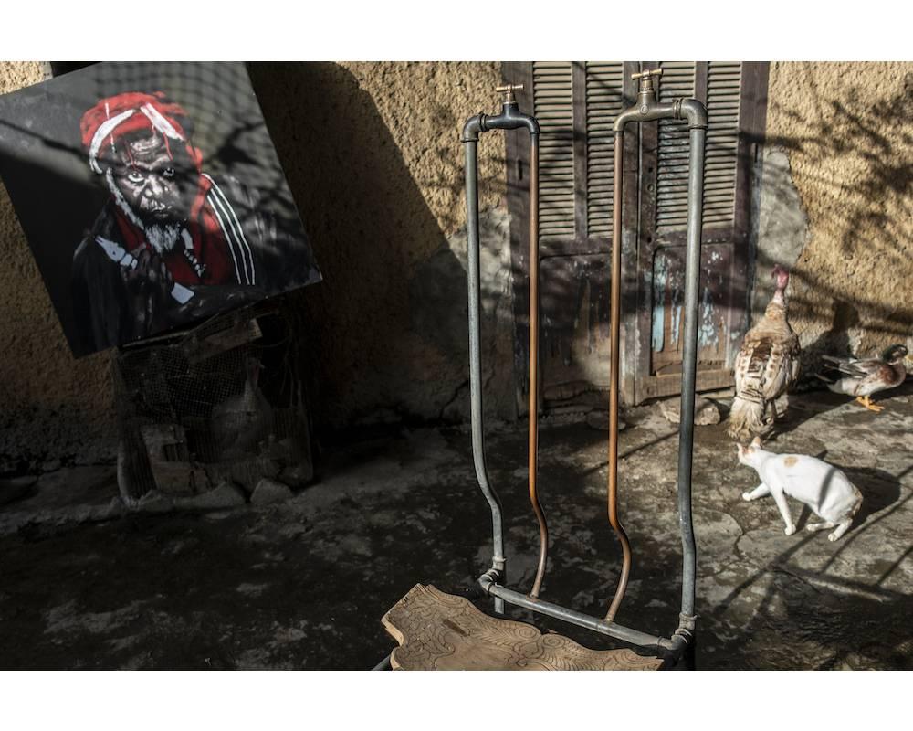 Le trône de Buur Médina (Roi de la Médina) dans le quartier populaire de la Médina à Dakar, dans le cadre de l'exposition Dakar Brut ! ©  Sylvain Cherkaoui/Cosmos
