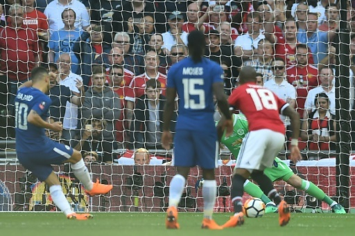Eden Hazard transforme un penalty pour offrir la victoire à Chelsea sur Manchester United en finale de la Coupe d'Angleterre à Wembley, le 19 mai 2018 © Glyn KIRK                   AFP