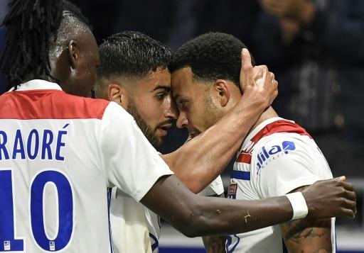 Lyon, vainqueur de l'OGC Nice grâce notamment à un triplé de Memphis Depay (d) congratulé par Bertrand Traoré et Nabil Fekir, le 19 mai 2018, au Parc OL © PHILIPPE DESMAZES AFP