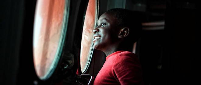 Un migrant à bord de l'«Aquarius» qui accoste à Messine, en Sicile.