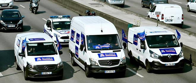 Paris : les policiers en opération escargot pour défendre leur ...