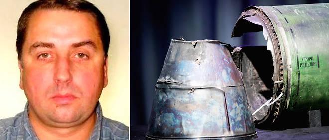 Oleg Ivannikov et un débris du vol MH17 repêché après son crash.