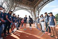 Les jeunes de la Longines FutureTennis Aces Academy ont joué sous la tour Eiffel.