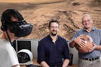 Dans les locaux de VR2Planets, Stéphane Le Mouélic (à gauche, avec le casque), François Civet (au centre), fondateur de la start-up, et Antoine Mocquet (à droite), directeur du Laboratoire de planétologie et géodynamique.  ©Augustin Le Gall/HAYTHAM-RéA - SP