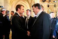 Emmanuel Macron avec l'archevêque Michel Aupetit lors de la conférence des archevêques de France en avril, au collège des Bernardins.  ©LUDOVIC MARIN