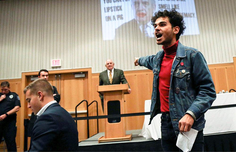 Vindicte. Le 11octobre 2017, un étudiant de l'université du Michigan interrompt une conférence du politologue libertarien Charles Murray.