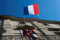Façade de l'hôtel de ville de Nîmes, avec le drapeau tricolore.  ©Laurent CERINO/REA