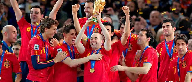 L'Espagne brandit enfin une coupe du monde.