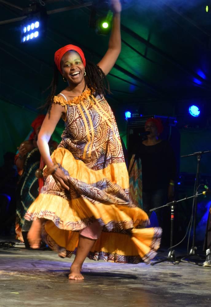 Fanm Ki Ka, l'expression féminine du gwo-ka, qui regroupe chants, danses et rythmes aux tambours. ©  Astrid Krivian