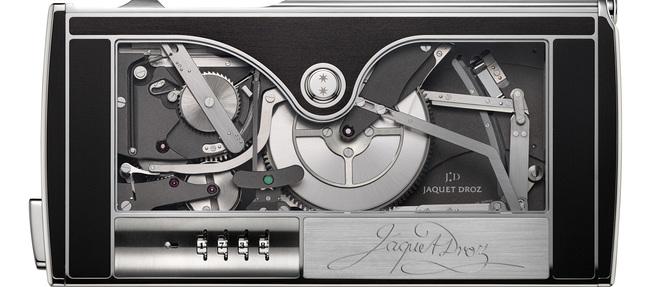 La Machine à signer dévoilée pour le 280e anniversaire de la maison suisse poursuit la tradition de l'émerveillement mécanique initiée par son fondateur en 1738.