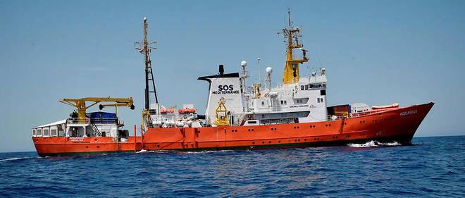L'« Aquarius », avec à son bord 629 migrants, au large des côtes lybiennes le 6 mai.
