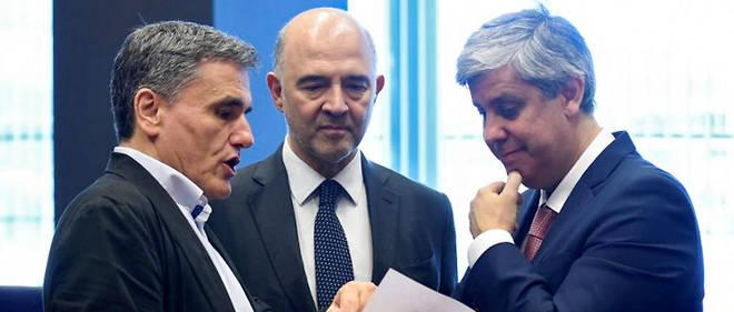 La Grèce, ici représentée par son ministre des Finances Euclid Tsakalotos (à gauche), va pouvoir faire son retour sur les marchés, le 20 août 2018.