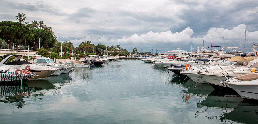 Plaisance. Avec ses 553postes d'amarrage, le port Pierre-Canto oriente son activité vers le yachting.