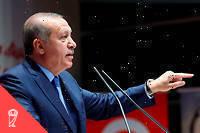 «En Turquie, l'islamisme n'a pas le monopole du complotisme: la  crainte d'une instrumentalisation des minorités religieuses par les  velléités impérialistes occidentales est présente aussi bien dans la  presse conservatrice que laïque.»  ©Kayhan Ozer/AP/SIPA