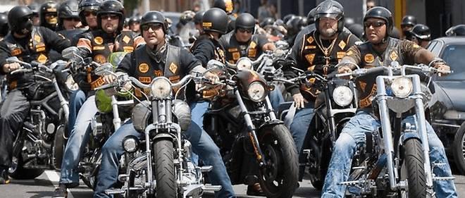 Harley-Davidson, c'est une culture du biker et de la route souvent prise en groupe sur le mode Easy Rider