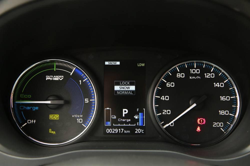 L'Outlander PHEV de Mitsubsihi, un hybride rechargeable pour inspirer Renault-Nissan ©  Mitsubishi
