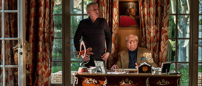 Jean-Marie Le Pen à son domicile de Rueil-Malmaison flanqué de son conseiller Lorrain de Saint Affrique.