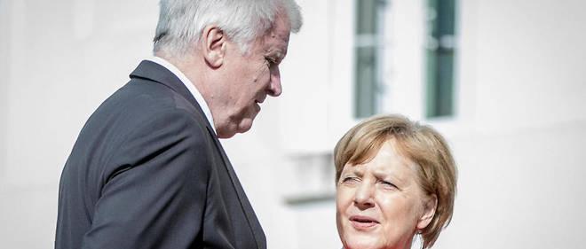 La chancelière allemande et son ministre de l'Intérieur bavarois, Horst Seehofer.
