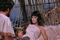 Jason (Todd Amstrong) et Médée (Nancy Kovack) à bord du navire  Argo , dans  Jason et les Argonautes  de Don Chaffey (1963).