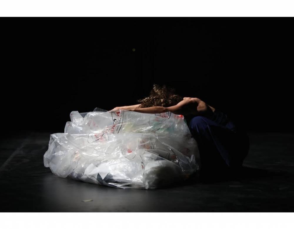 Un solo de Nadia Sajji, dans le cadre du programme Les Dézorientales. ©  Mahdi Azouzi