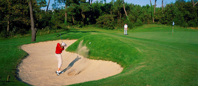 Sur les greens élégamment restaurés du Touquet, on peut méditer les propos de Winston Churchill, pour qui le golf consistait à  «mettre une balle de 4centimètres de diamètre sur une boule de 40000kilomètres de tour et à frapper la petite, non la grande» .   ©1996-98 AccuSoft Inc., All rights reserved