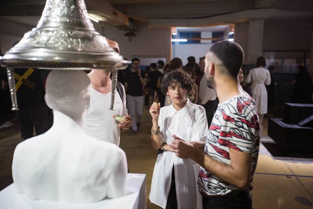L'artiste Mehdi Georges Lahlou et la curatrice, chercheuse et performeuse Yasmina Reggad pendant le vernissage du Pavillon Naar, à l'imprimerie Cerès.  ©  Wassim Griman