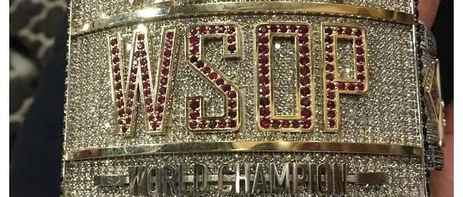 Le bracelet récompensant le vainqueur du Main Event… avec un chèque de 8,8 millions de dollars.