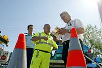 La patrouilleur d'autoroute a 16 minutes pour intervenir et éviter d'autres accidents ©FRED DUFOUR