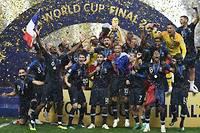 La joie des joueurs de l'équipe de France après leur finale victorieuse face à la Croatie. La France est championne du monde !  ©FRANCK FIFE