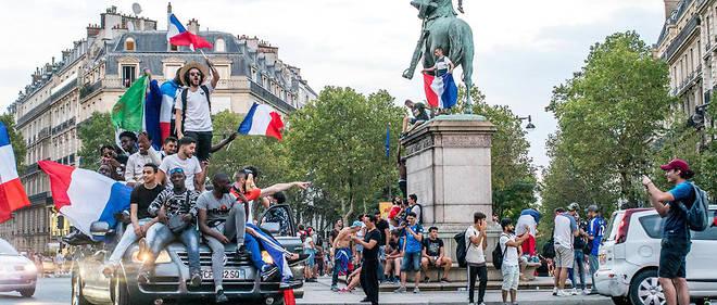 Dimanche soir à Paris après la victoire de l'équipe de France en finale de la Coupe du monde de football.