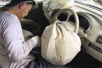 Un airbag Takata examiné après un éclatement inopiné.
