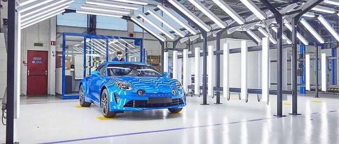 Production Alpine A110 dans l'usine de Dieppe.