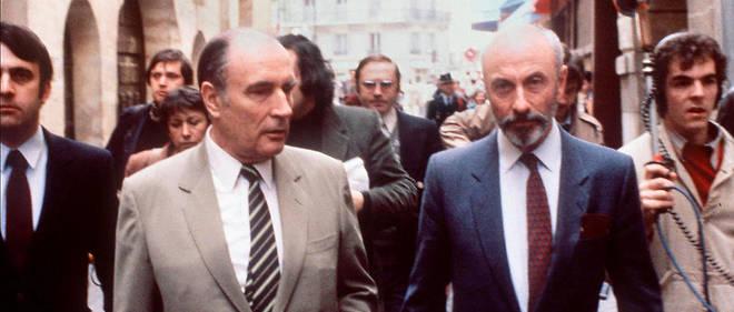 François de Grossouvre marchant au côté de François Mitterrand.