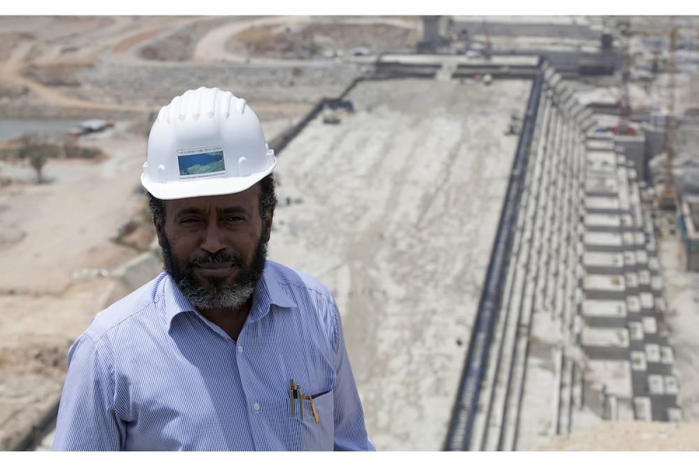 La police éthiopienne enquête sur la mort de Simegnew Bekele, l'ingénieur en chef du projet de construction du barrage Renaissance.  ©  AFP/Zacharias Abubeker