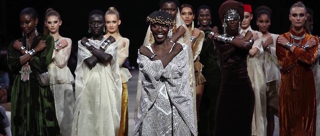 Le salut du Wakanda, tire du film Black Panther, realise par Adama Paris a la Cape Town Fashion Week 2018.
